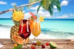 Вкусные рецепты: Ржаные лепешки с медом, Клубнично-йогуртовый десерт, салат с языком